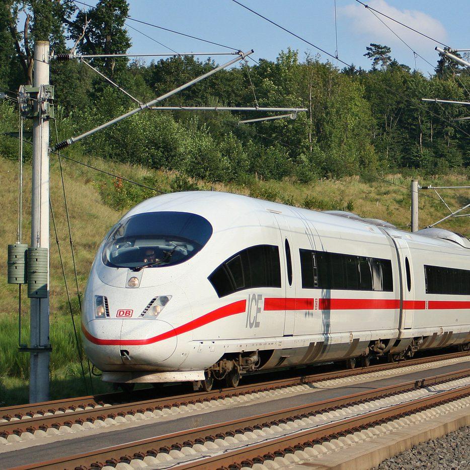 ICE (JLX 75) trein als voorbeeld van toepassingen van de producten van ELCEE in de transportindustrie