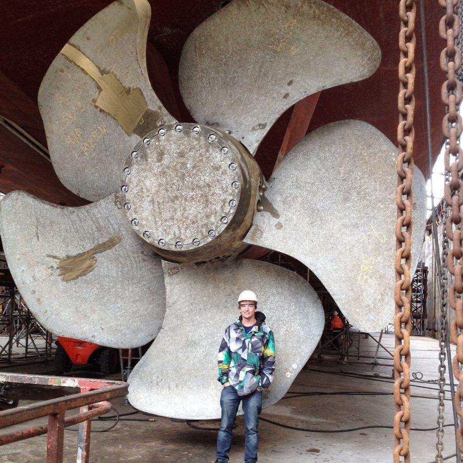 Medewerker ELCEE voor schroefaslager scheepsbouw