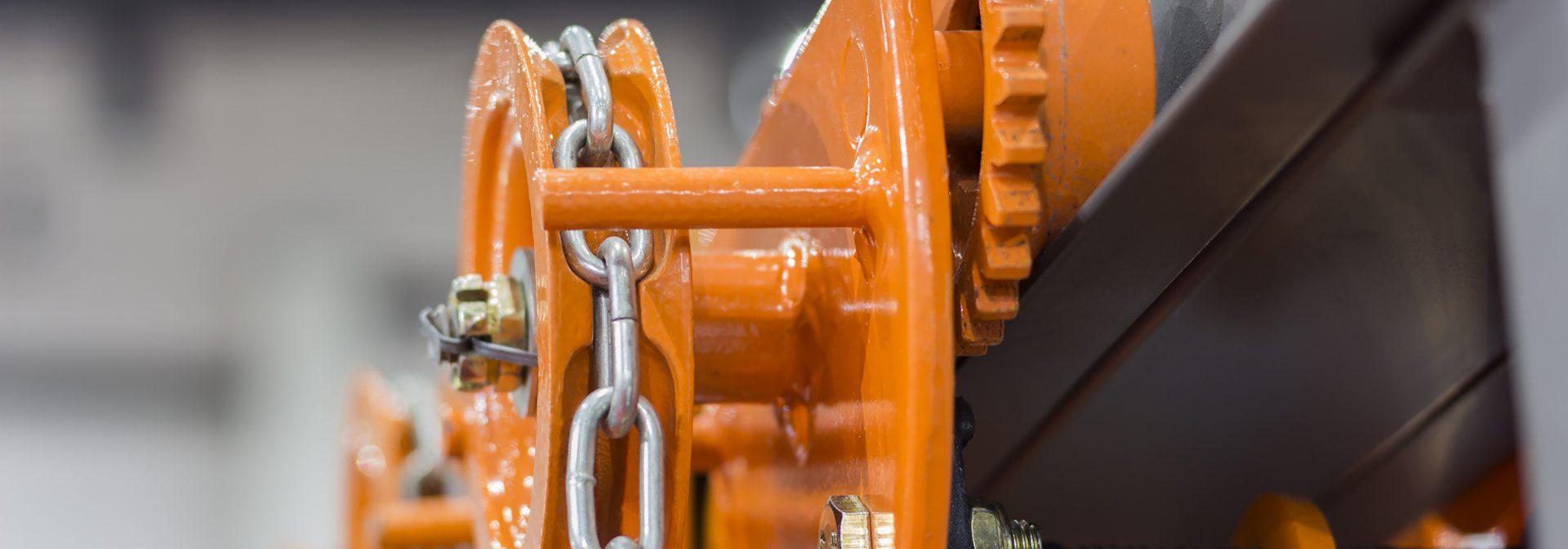 Oranje constructie met ketting van Röttgers Kette via ELCEE