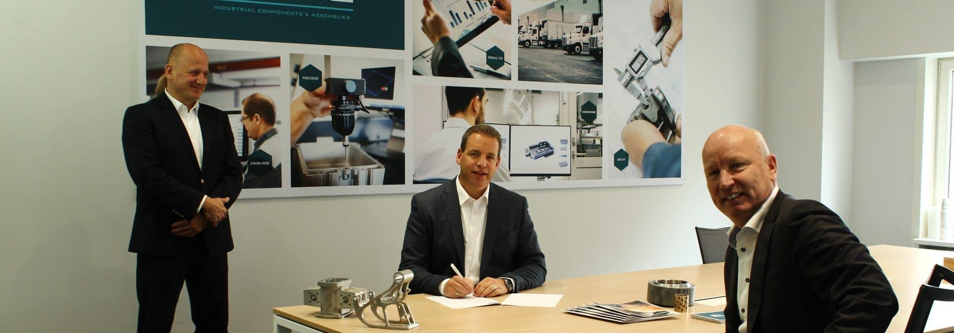 Van links naar rechts Peter Fluitsma CEO ELCEE Group - Marco Barendse landendirecteur ELCEE NL - Marcel Muijs CCO ELCEE Group